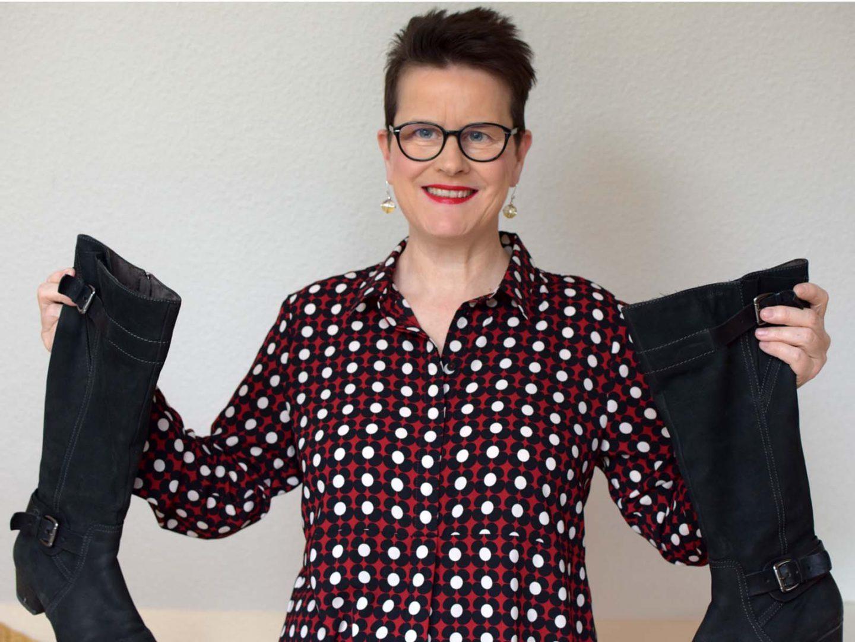 Blusenkleid mit Strumpfhose und Stiefeln – warum ich keine Strumpfhosen mag