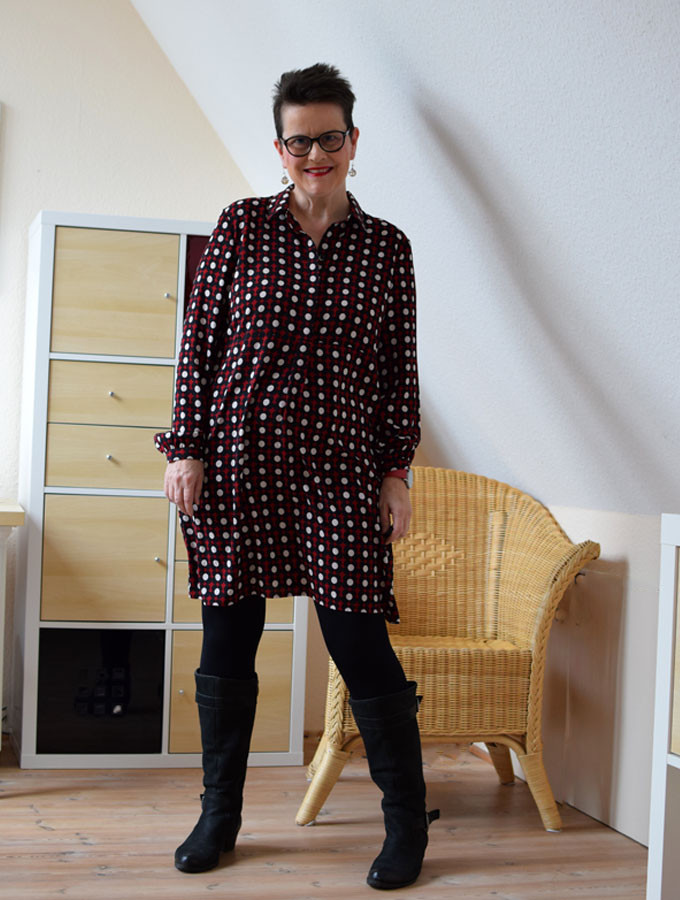 blusenkleid mit strumpfhose und stiefeln warum ich keine strumpfhosen mag sabine gimm. Black Bedroom Furniture Sets. Home Design Ideas