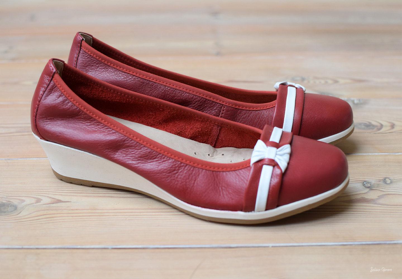 e696ec541db826 Die Schuhe sind innen wie außen aus Leder und haben ein luftgepolstertes  Fußbett. Der Keilabsatz von 4